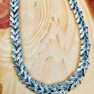 Trifari 18 inch vintage necklace